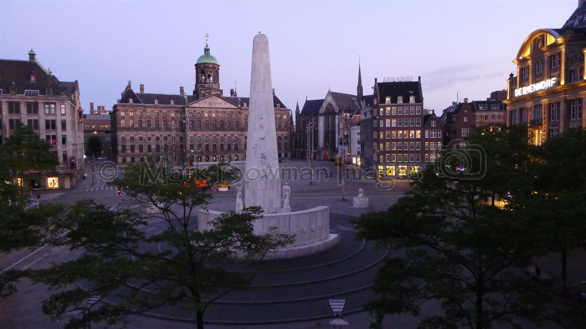 Amsterdam dam square at dawn mark bowman images for Ostello amsterdam piazza dam
